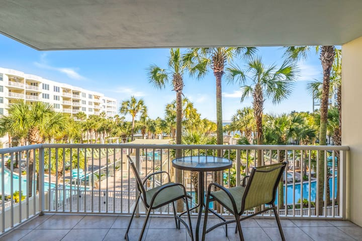 Start the day with coffee at the bistro table for 2, which overlooks the gorgeous pool area.