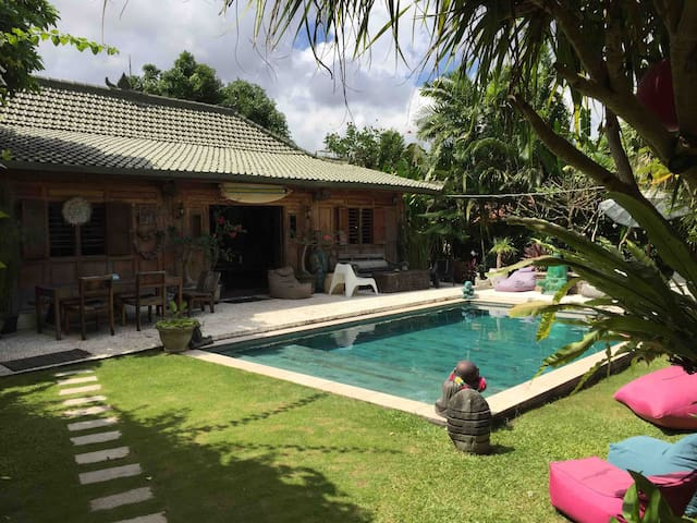 Villa Batubolong  beach - 2 ch - 600m from beach