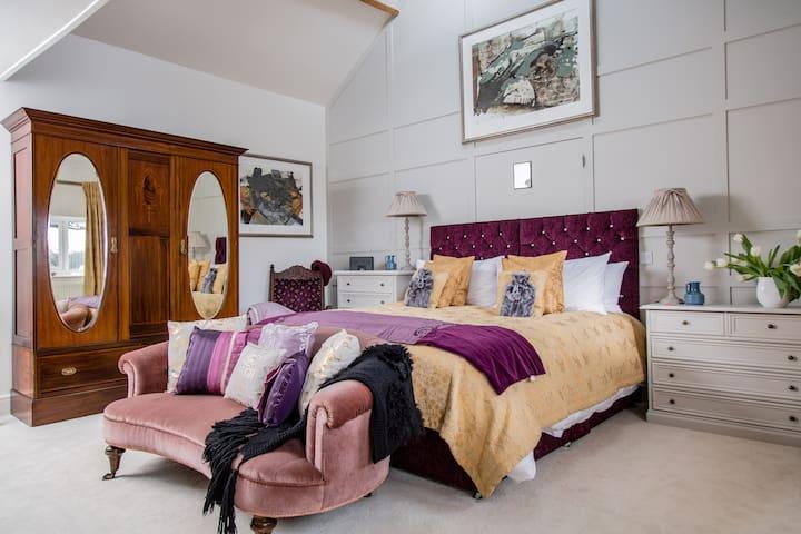Bold and Beautiful Luxury Retreat in Devon