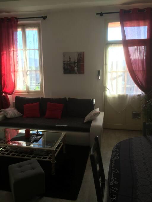Appartement traversant de 70 m2 entr e du village - Cinema salon de provence les arcades ...