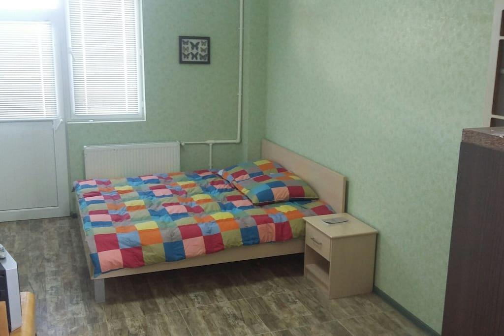 большая двух-местная кровать