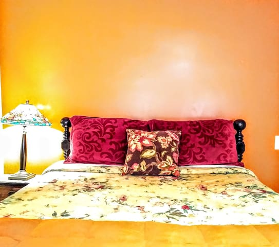 PRIVATE  ROOM--5 Minutes To Airport--M2