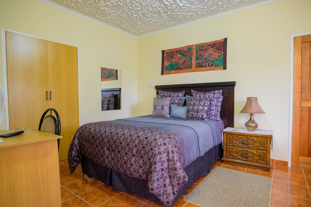 Art lodges delux room room 4 bed and breakfasts for for Beds zimbabwe