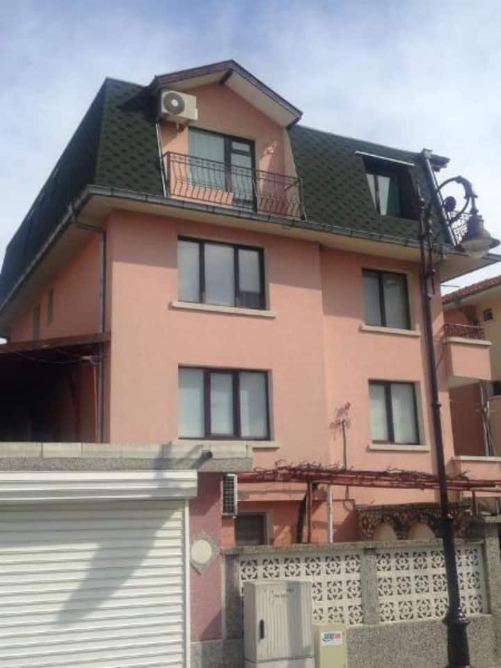 Guesthouse Kozarov- heart of Saint Vlas.