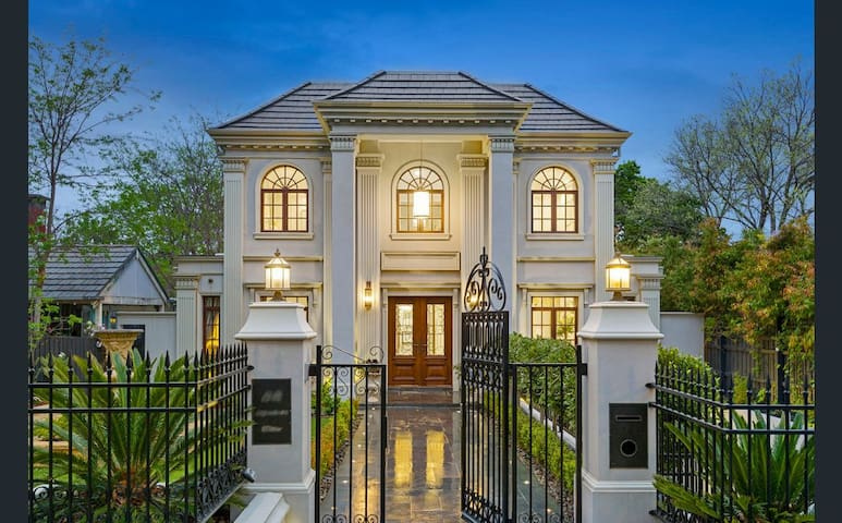 Luxury Mansion Located at Kew in Melbourne