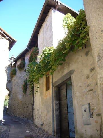 Appartamento in corte medievale 2 - Caglio - Huoneisto