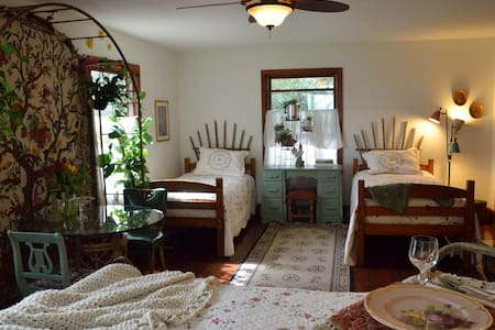 the Garden room - sleeps 4 - Boone - Bed & Breakfast