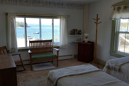 Private Room, breathtaking views - Lubec - Dom