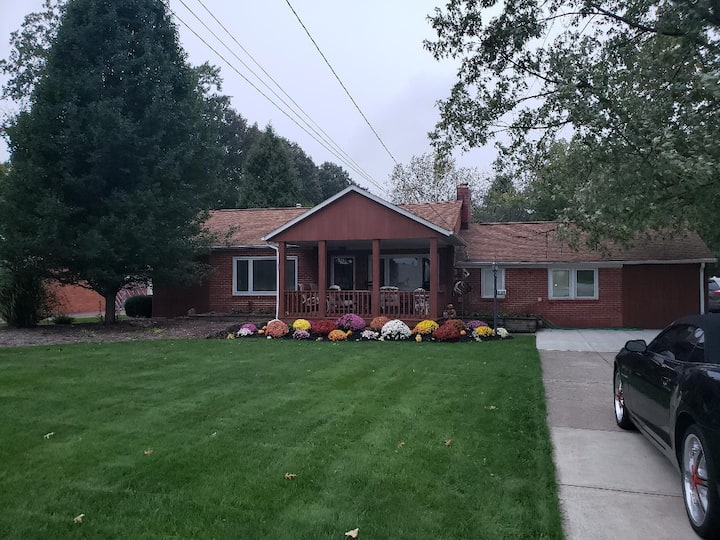 ** Entire Home-Cleveland Airport - 3BR/2 Full Bath