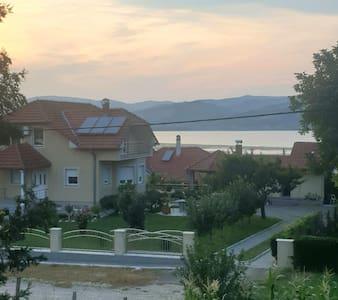 Srebrno jezero-Veliko Gradiste apartman u kući