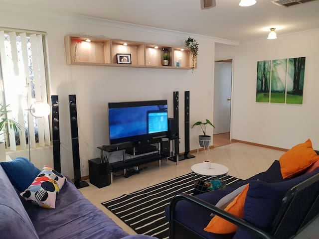 King Single Room close to wineries, airport,city