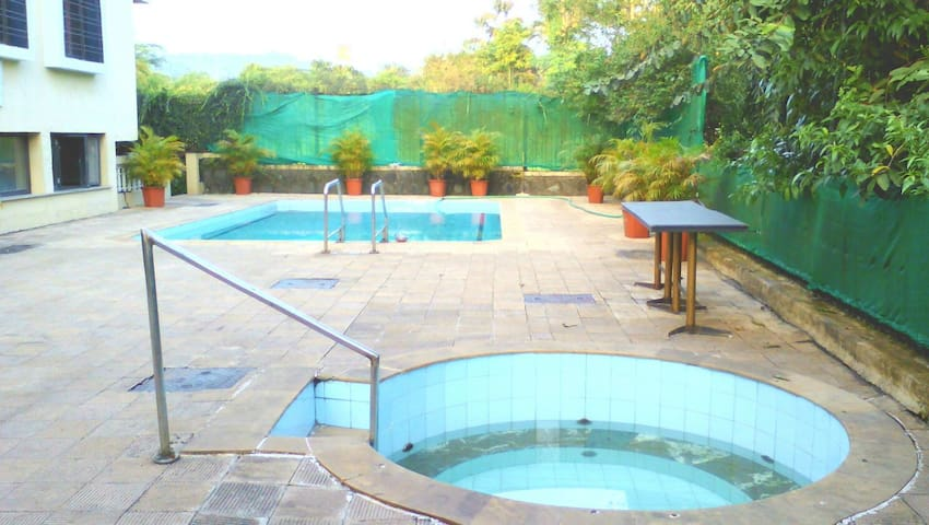 Book a Bungalow with private pool - Lonavala - Apartament