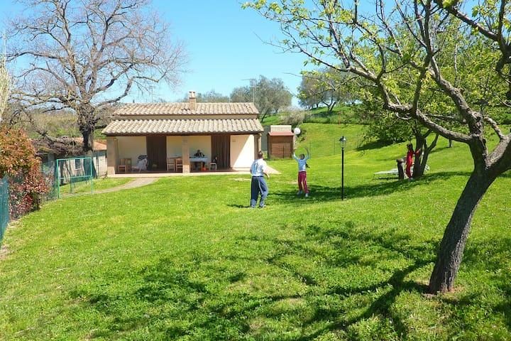 CASA MARTA  house & fenced garden