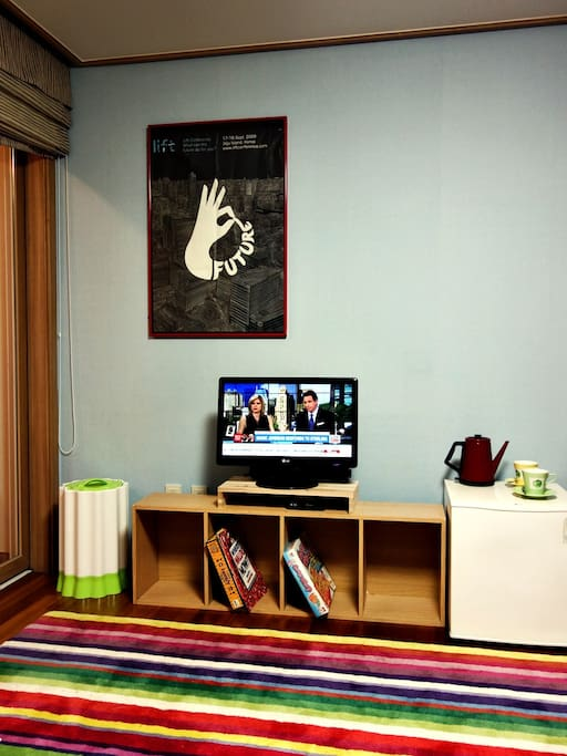 IPTV with over 400 channels including CNN, CCTV and BBC and coffee pot