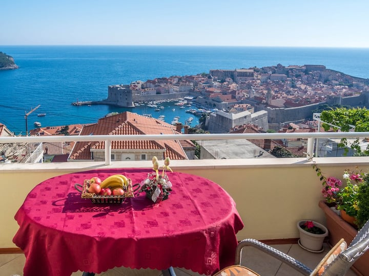 "Bedroom ""A"" with a sea view, Old Town Dubrovnik"