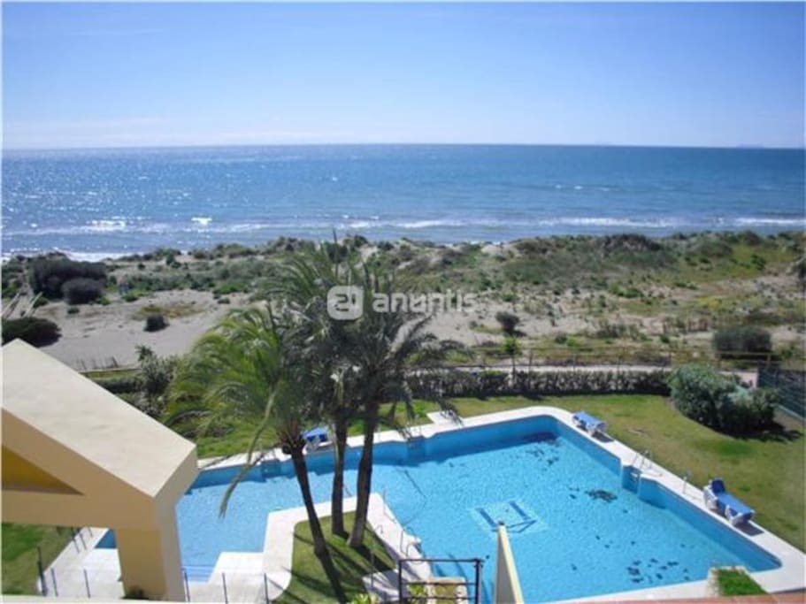 Pool front line apartment close to beach and dunnes