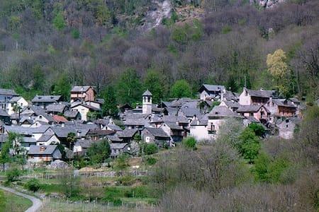 Gemütliches Rustico im Maggiatal (Tessin) - Avegno - Rumah