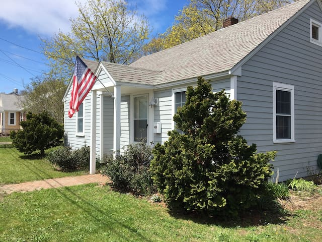 Cottage Close to Beach & Nightlife! - Barnstable - Casa