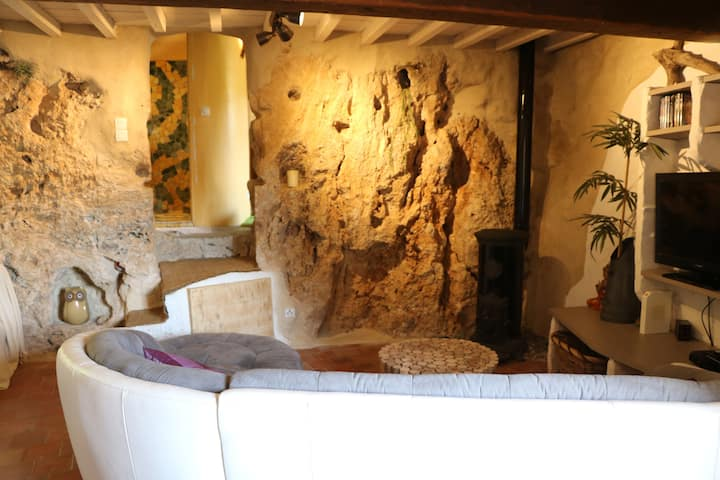 Medieval troglodyte house in the heart of Cotignac