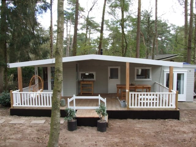 Summer house with large veranda and WiFi - Doornspijk - Chalé