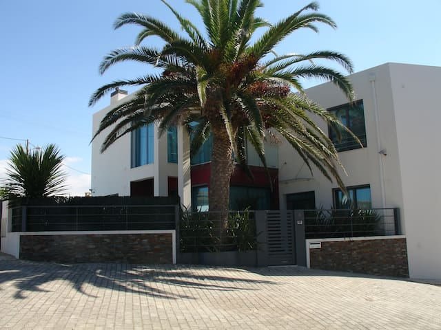 Luxury house w/pool+jacuzzi+games