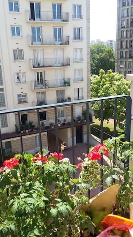 chambre avec balcon a 5mn de paris - Pantin - Byt