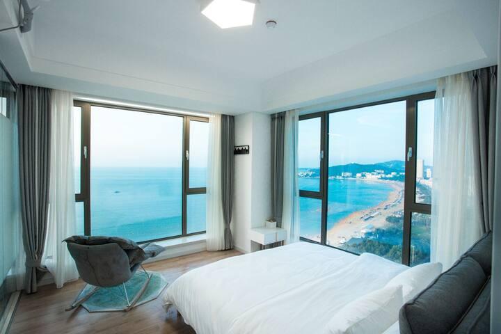 国际海水浴场/一线海景公寓/轻奢套房/四窗观碧海一步即沙滩