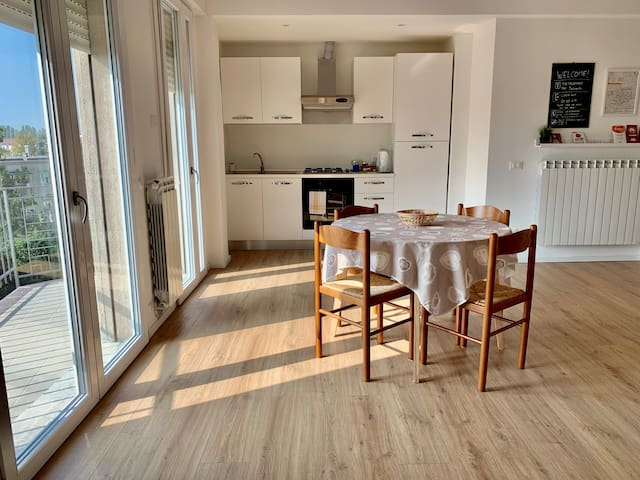 The New White Flat near Venice + Free Parking