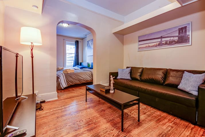 ✨Cozy 3 Bedroom Apt 30 seconds to PATH│10m to NYC✨