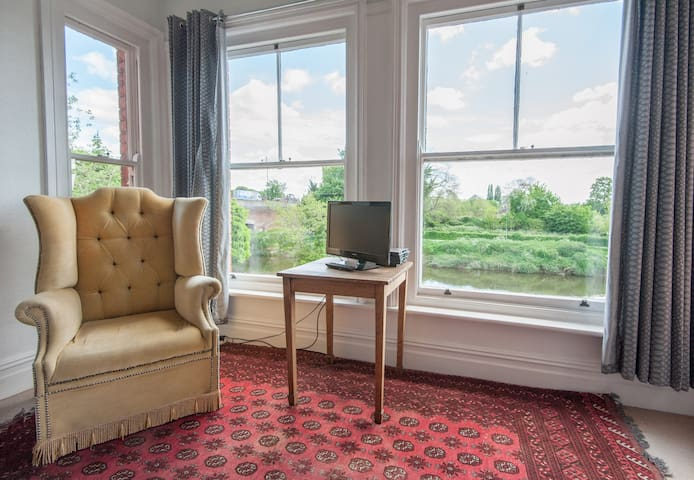 Family Room with river views - Hereford - Bed & Breakfast