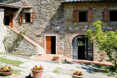 In a cosy Farmhouse near Florence - Apartment