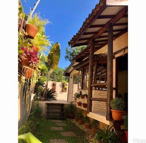 Camburi - Casa em condomínio com piscina privativa