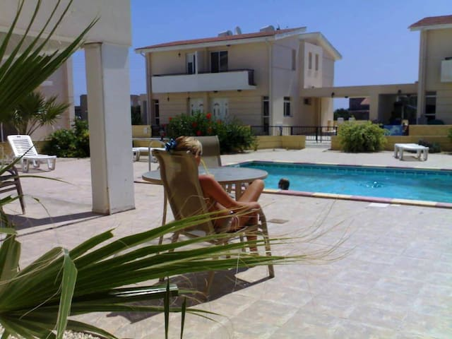 Апартаменты, бассейн, автомобиль - Pervolia - Lägenhet
