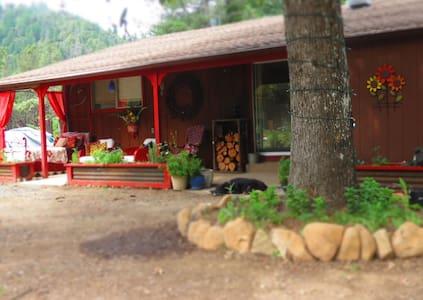 Trinity River Cabin - Pets OK - Big Bar - Cabin