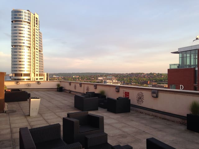 Luxury 2 bed flat w great terrace - Leeds - Apartment