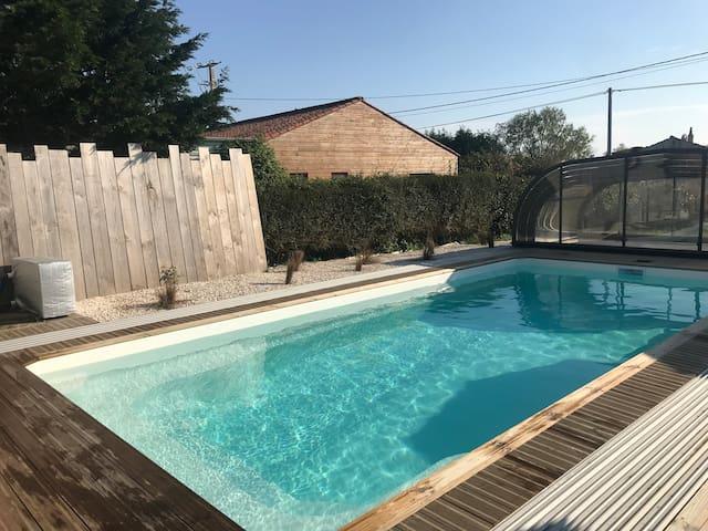 Cottage 2: à 5 min de la mer, piscine chauffée.