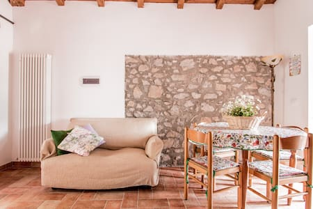 CASTAGNO: cottage sleeps 2/4, pool  - Gorfigliano - Lägenhet