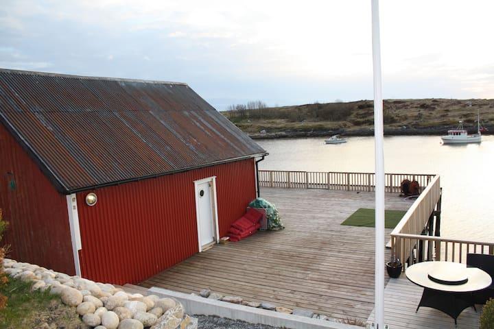 Hus med egen hage, brygge og naust. - Brønnøysund - บ้าน
