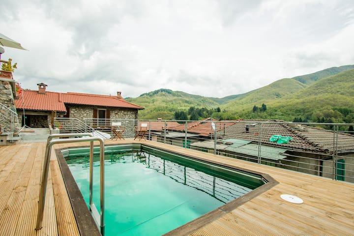 CASTAGNO: cottage sleeps 2/4, pool