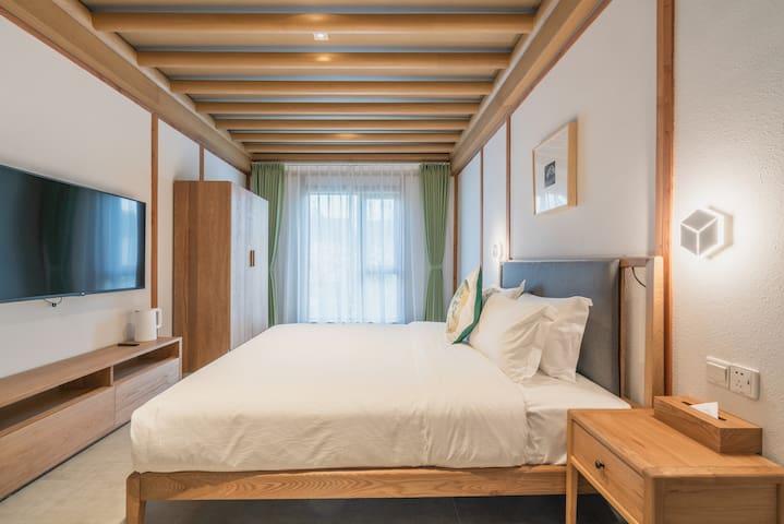 房间四:1.8*2.0的床1张