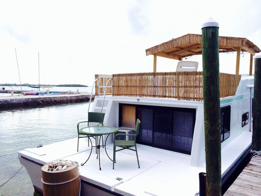 Houseboat in paradise with beach boats for rent in key for Houseboats for rent in california