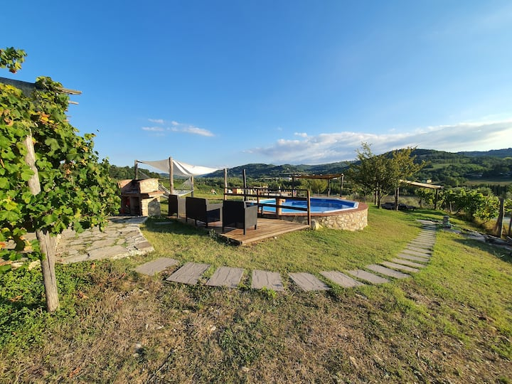 Holiday house with pool- Colorino