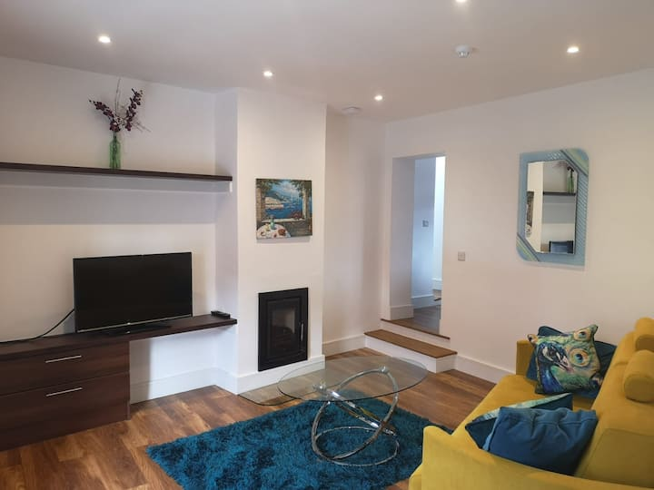 Perfect Location- luxury town centre apartment