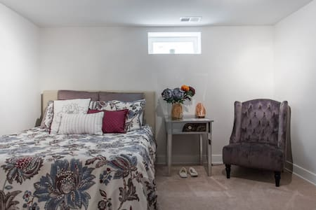 Luxury Private Bedroom in Chicago - Free Parking