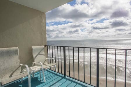 Spacious Oceanfront 2BR, Perfect Sixth Floor View, Family Rates! - Garden City - Wohnung