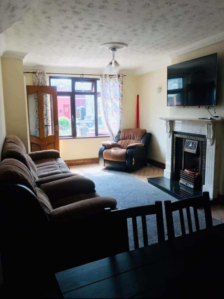 4 single beds in bedroom for longterm