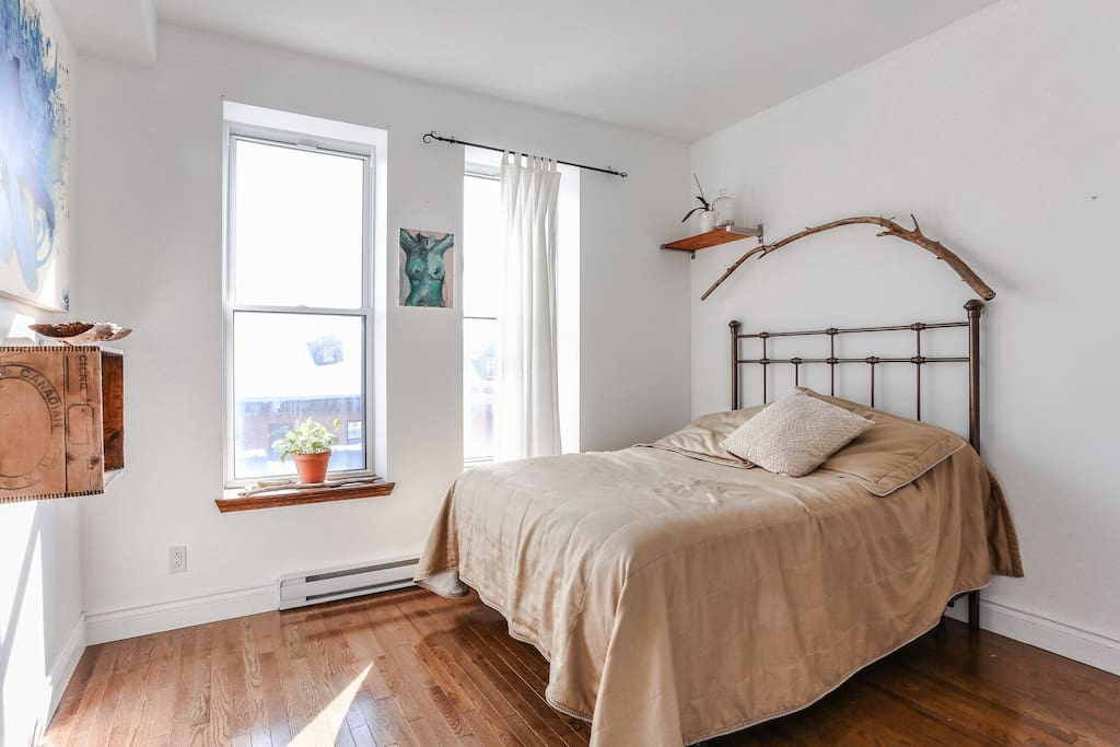 Our spacious, clutter-free, and uber comfortable Airbnb room.