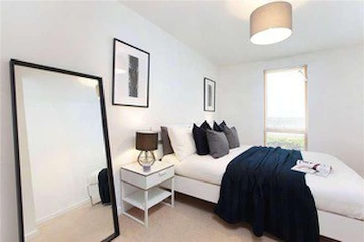 Spacious 1 bedroom in Clapham Old town