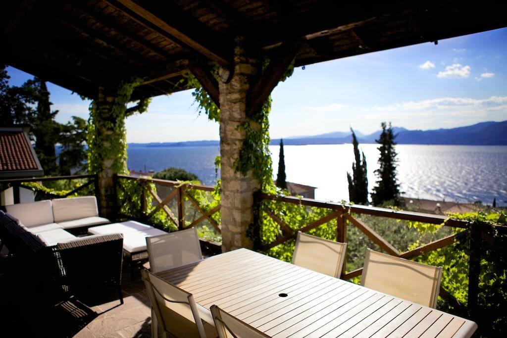 Terrace : Lake view
