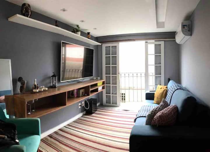 Apartamento inteiro com localização privilegiada!
